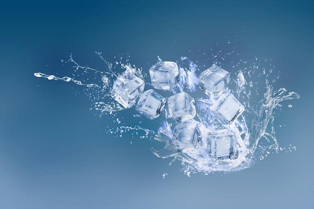 Cubitos de hielo aislados sobre un espacio azul y copia