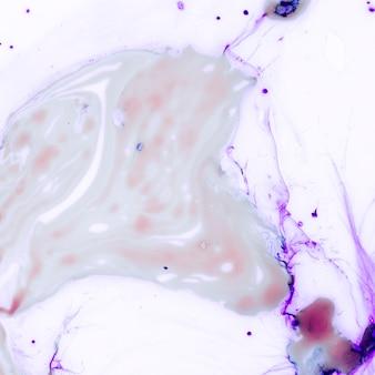 Cubo de hielo púrpura abstracto con espacio de copia