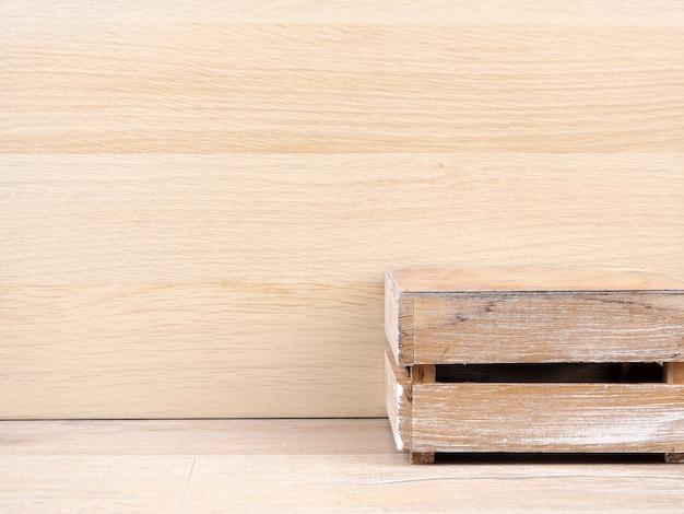 Cubo de madera como exhibición de producto. podio para diseños publicitarios con su producto.