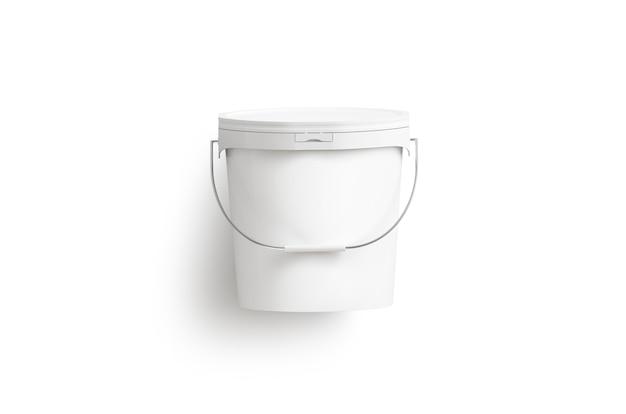 Cubo de pintura blanca en blanco con asa