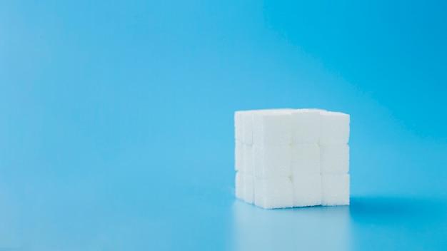 Cubo de rubik hecho de azúcar dulce.