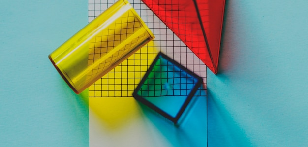 Cubos geomoetrical en un papel