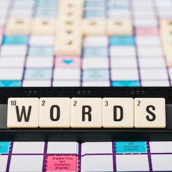 Cubos con título de palabra en soporte
