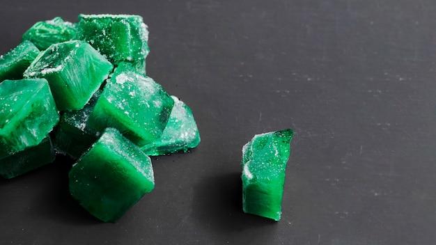 Cubos verdes de hielo