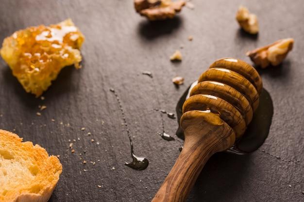 Cuchara de miel de madera