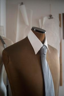 Cuello y corbata en maniquí