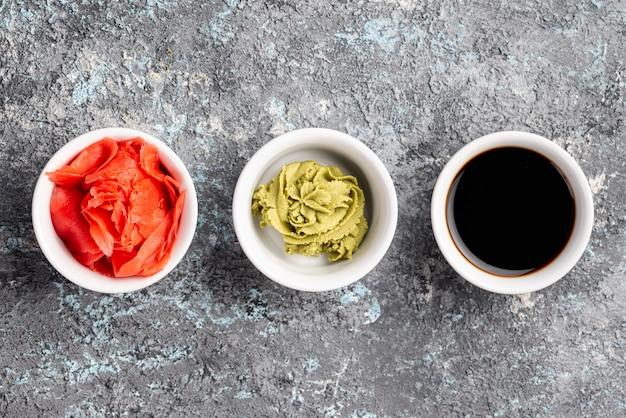 Cuencos planos de salsa de soja y wasabi de jengibre