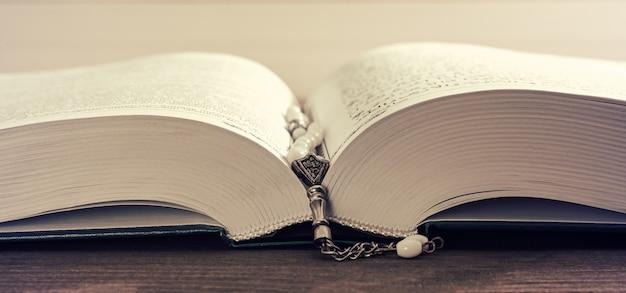 Cuentas de oración y sagrado corán