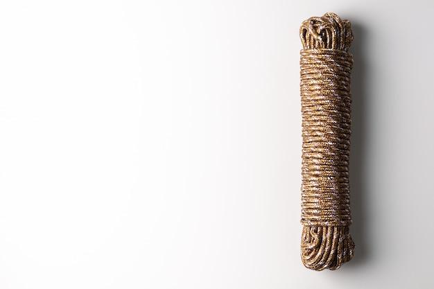 Cuerda aislada sobre fondo blanco