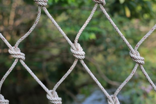 Cuerda de red de escalada cerca de fondo y texturas