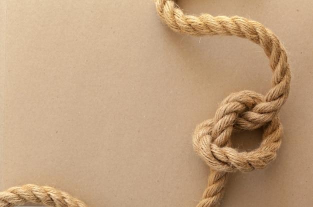 Cuerdas de barco y brújula