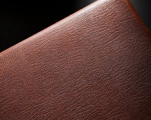 Cuero marrón de primer plano extremo sobre fondo negro