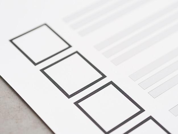 Cuestionario electoral incompleto de primer plano extremo