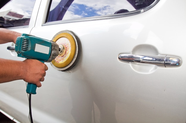 Cuidado del automóvil con máquina de almacenamiento intermedio