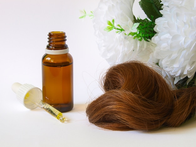 Cuidado del cabello con aceite de argán.