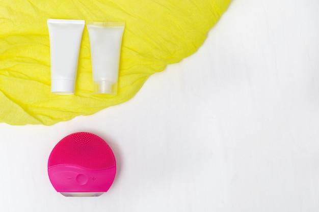 Cuidado facial. cepillo facial de silicona, limpiador