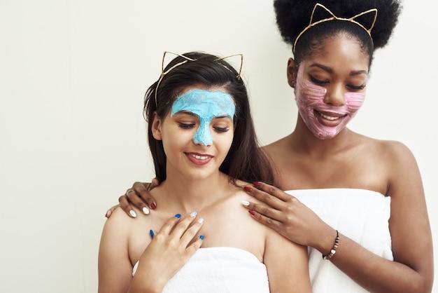 Cuidado de la piel al final del hogar, novias y amor