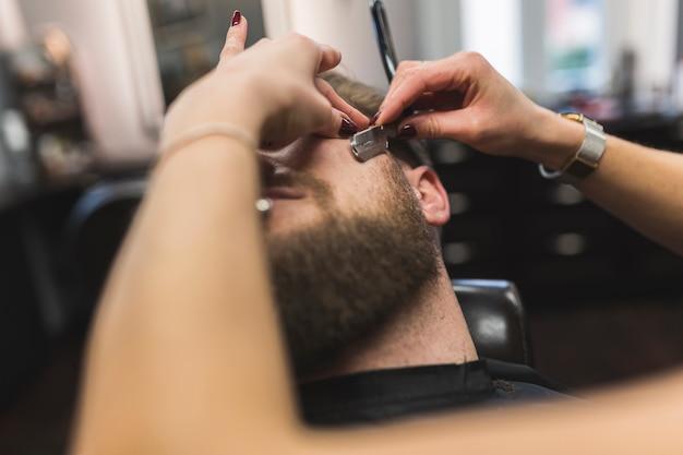 Cultivo de manos afeitado hombre