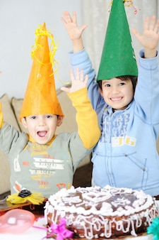 Cumpleaños, hermanos, compañerismo