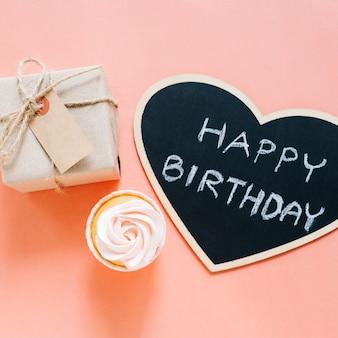 Cupcake, cartel y regalo