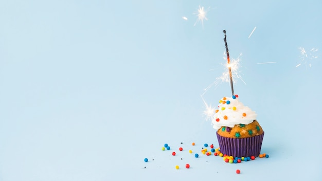 Cupcake de cumpleaños con bengala
