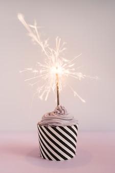 Cupcake delicioso con vela