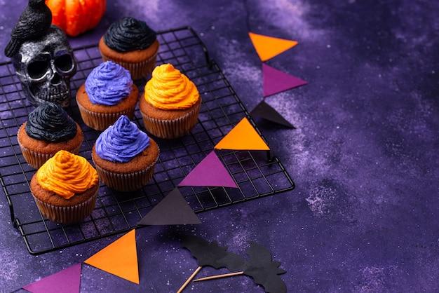 Cupcakes de halloween con crema de color