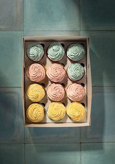 Cupcakes laicos planos en caja