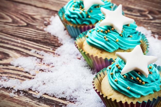 Cupcakes de navidad en la nieve.