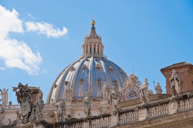 La cúpula de la basílica de san pedro en roma