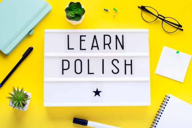 Cursos de polaco en línea concepto de aprendizaje a distancia.