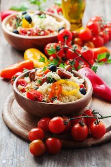 Cuscús con verduras y aceitunas