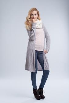 Dama en ropa de abrigo