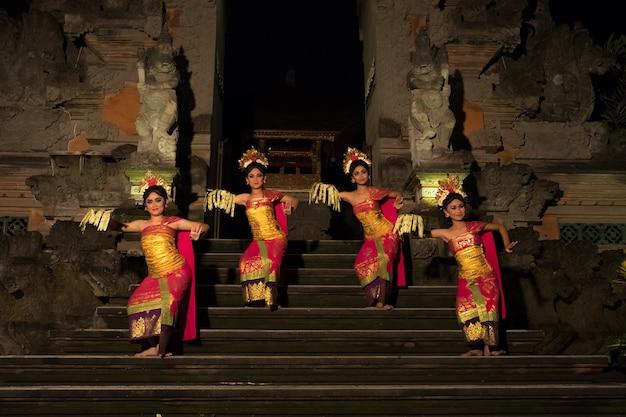 Danza tradicional balinesa en ubud.