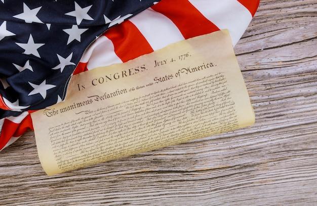 Declaración de independencia de la bandera americana de los estados unidos con 4 de julio de 1776