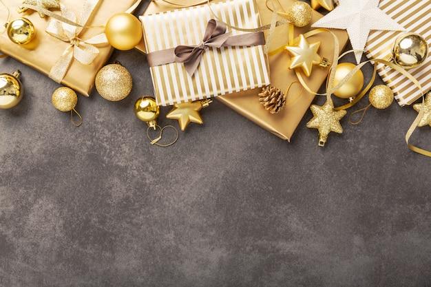 Deco de navidad en plata dorada en gris
