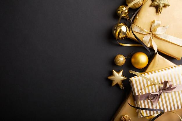 Deco de navidad en plata dorada sobre negro