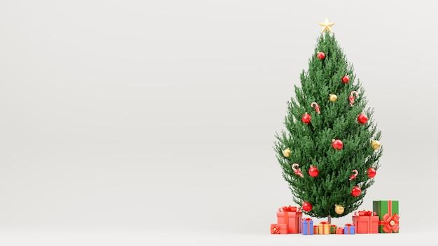 Decoración del árbol de navidad con regalo aislado en blanco