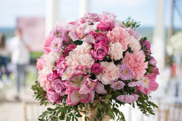 Decoración de boda con flores.