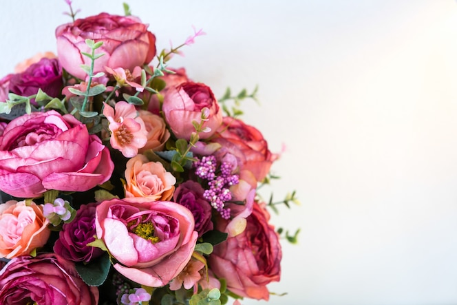Decoración de flores artificiales