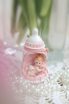 Decoración estatua de niña para baby shower