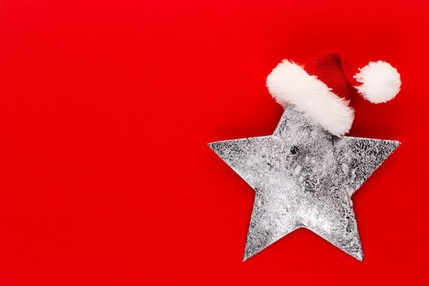 Decoración de estrella de navidad sobre fondo de color pastel concepto mínimo de navidad o año nuevo