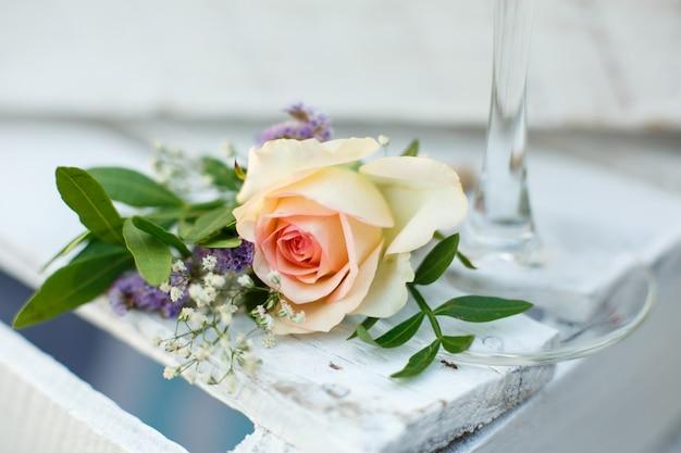 Decoración de evento de flor rosa fresca