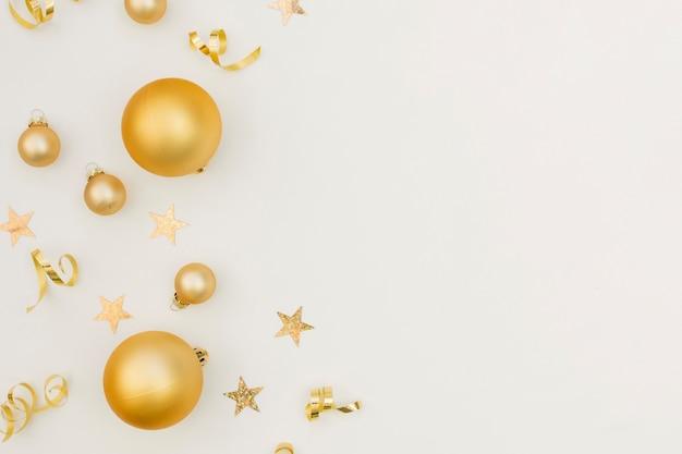 Decoración festiva de fiesta de año nuevo con espacio de copia
