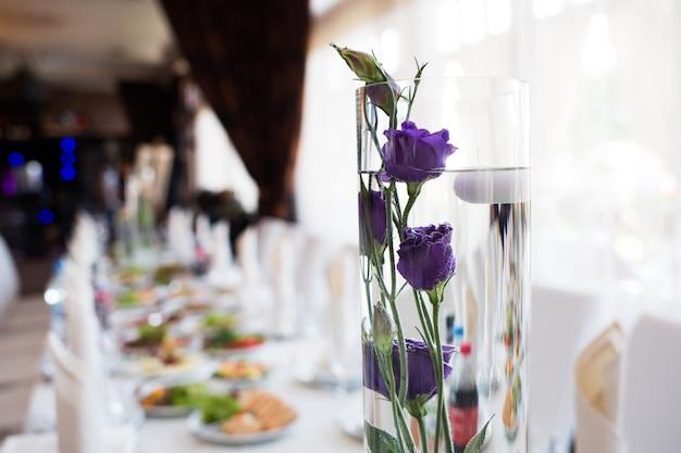 Decoración de flores de boda. boda. banquete. decoraciones para la ceremonia de la boda.