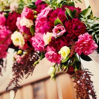 Decoración de flores en el día de la boda