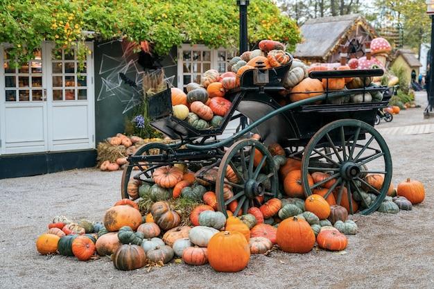 Decoración de halloween en tivoli en copenhague, dinamarca.
