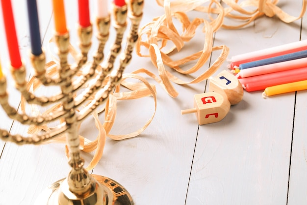 Decoración de hanukkah con velas