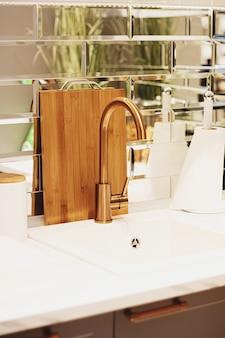 Decoración del hogar y diseño de interiores en muebles y detalles de casas o apartamentos modernos.