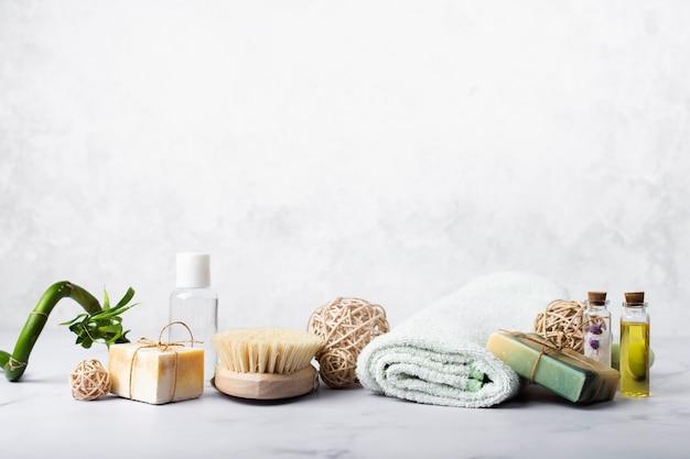 Decoración con jabón y aceites para baño.